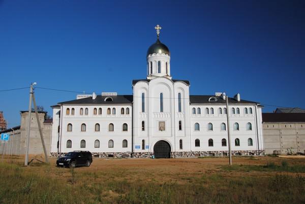 Странная книга, монастырь-палаццо и где охотился Дюма